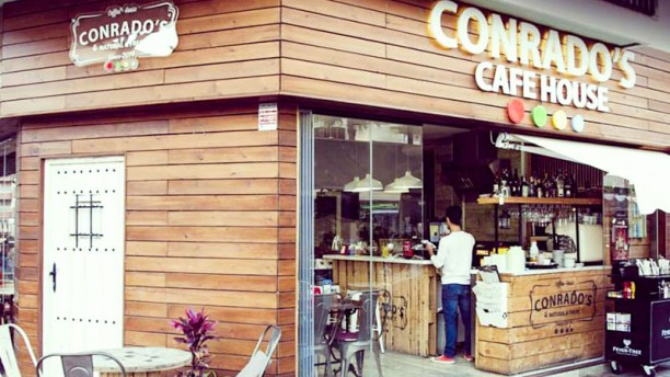 Conrado's Café Fachada