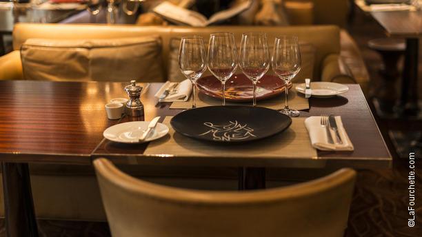 La cuisine hotel royal monceau table dressee - Royal monceau la cuisine ...
