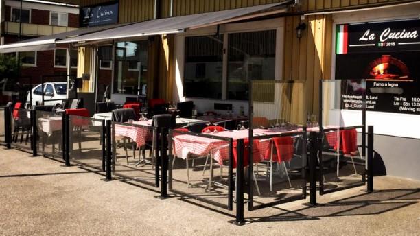 La Cucina Terrass och gård