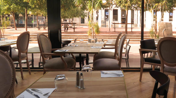 Le Café Français Salle du restaurant