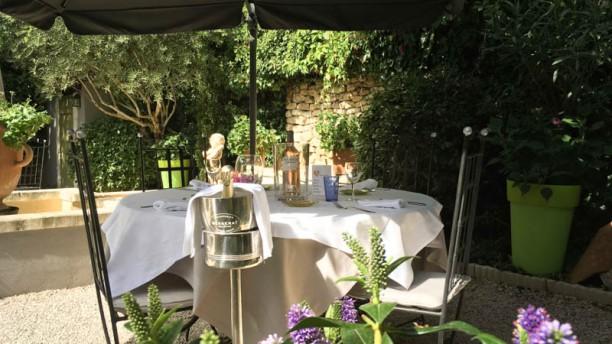 L'Auberge de Cheval Blanc Côté jardin
