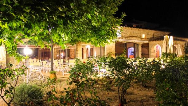 Le Castellaras Terrasse le soir