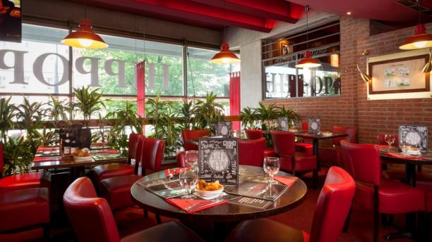 Hippopotamus la villette in paris restaurant reviews for Porte menu exterieur pour restaurant
