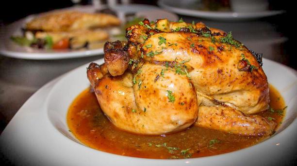 Restaurant & Cocktailbar 'De Revolutie' Hele kip op karkas