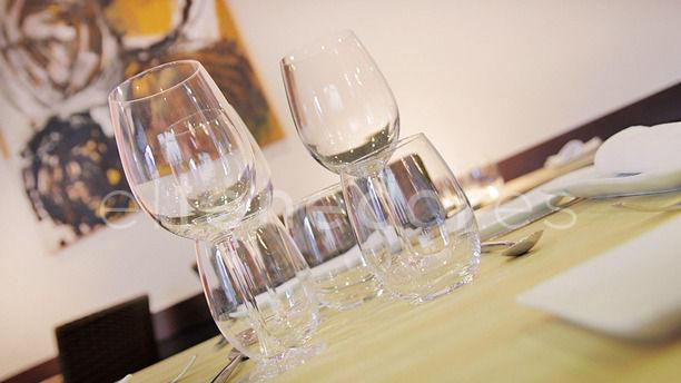 Lagar copas de vino y agua