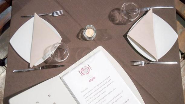 Lev 86 Particolare tavolo