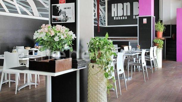 Habana Barcelona Sala agradable con flores