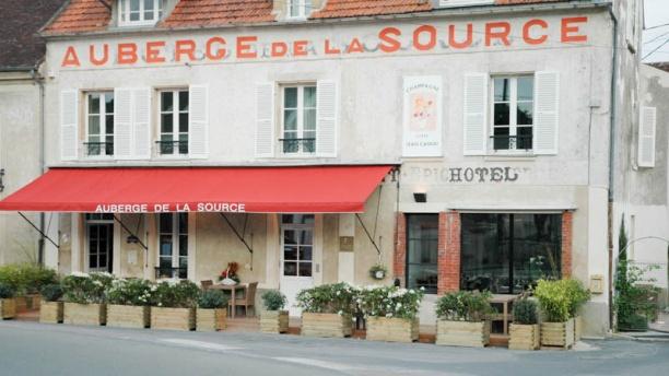 H tel auberge de la source restaurant 8 place saint for Auberge le jardin de la source