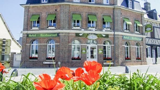 Hôtel - Restaurant Auberge de la Houssaye Facade de notre établissement.
