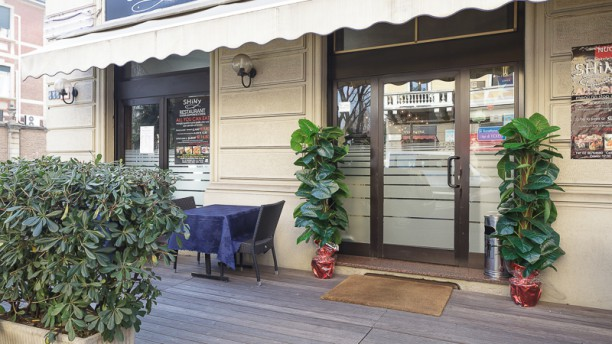 Shiny Sushi And Fusion Restaurant Esterno
