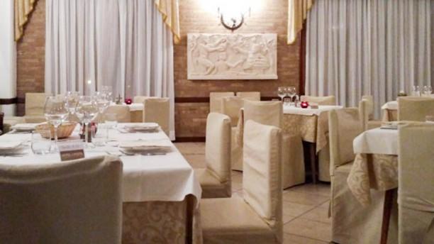 """RISTORANTE-TAVERNA """"AL POSTIGLIONE"""" Sala del ristorante"""