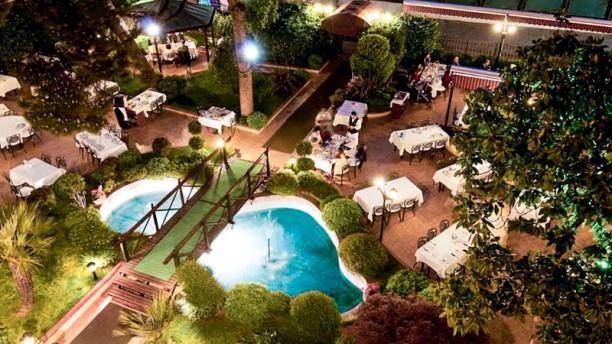 http://u.tfstatic.com/restaurant_photos/638/63638/169/612/mabeyin-general-view-b5fe0.jpg