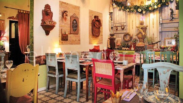 Luki Sala principal con mucha decoración