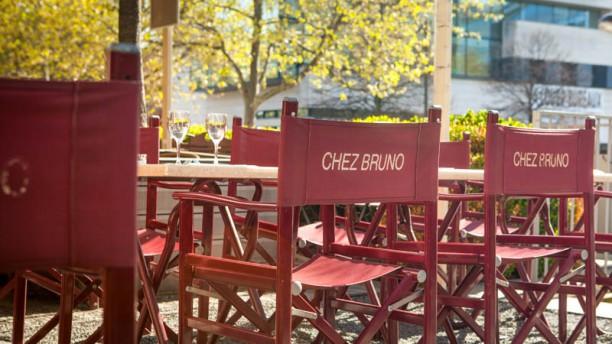 Chez Bruno La terrasse côté rue des Pirogues de Bercy