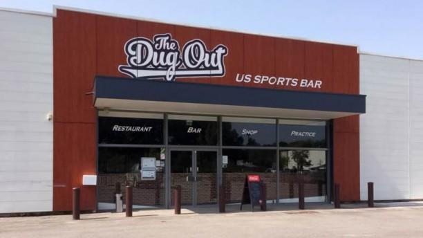 The DugOut Devanture