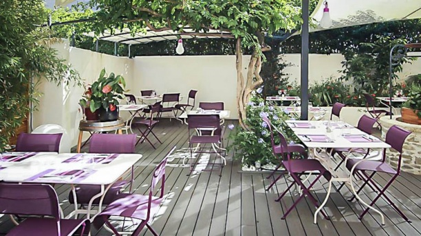 Les Gourmands salle/terrasse