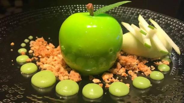 Aux Armes de France La pomme granny Smith, ganache manzana et chocolat blanc, sorbet pomme verte.