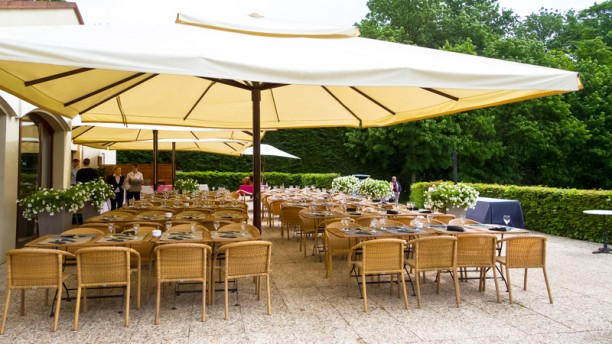 La Grange aux Ormes terrasse du Club House
