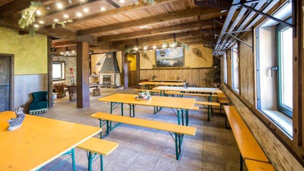 El Refugio de Cotos- La Cantina Sala del restaurante