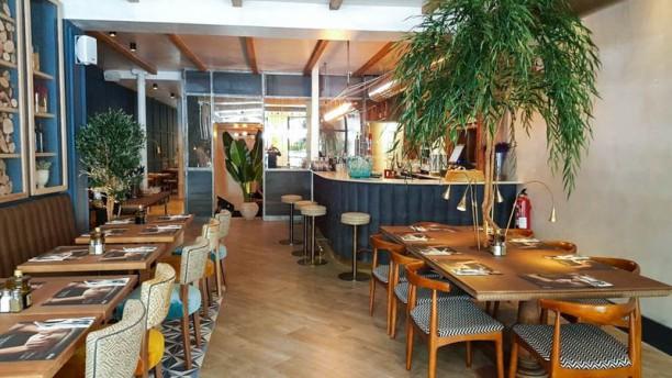 Oven Mozzarella Bar - Atocha Vista de la sala