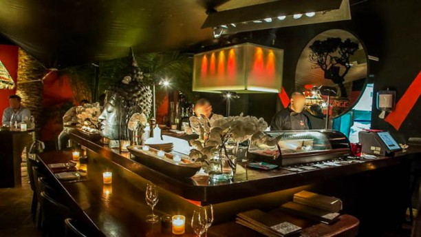 Pacha Restaurant and Sushi Lounge Vista del interior