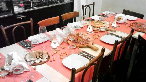 I Cantinari tavolo