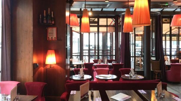 La place caf restaurant place cambronne 75015 paris for Restaurant la salle a manger 75015
