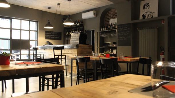 Onionsoup75 Factory Café La sala interna