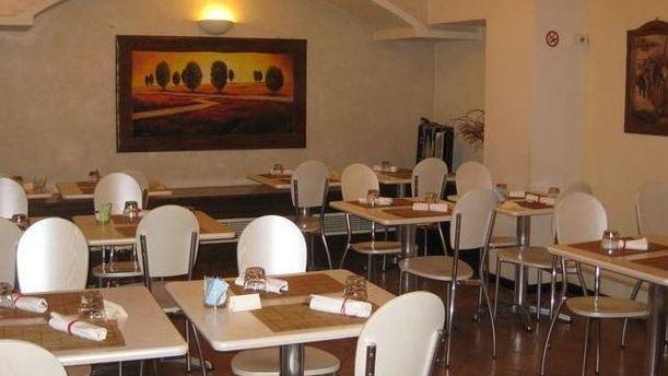 Trattoria Santuario sala ristorante.JPG