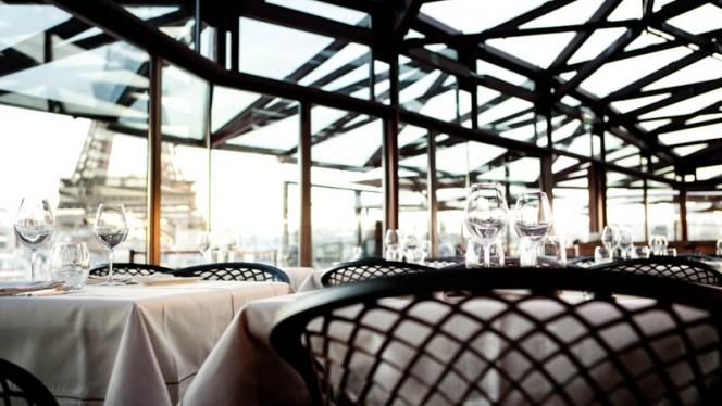 dejeuner tour eiffel - Les Ombres, Paris