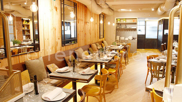 Restaurante casa de fieras en madrid parque del retiro for Casa moderna restaurante salta