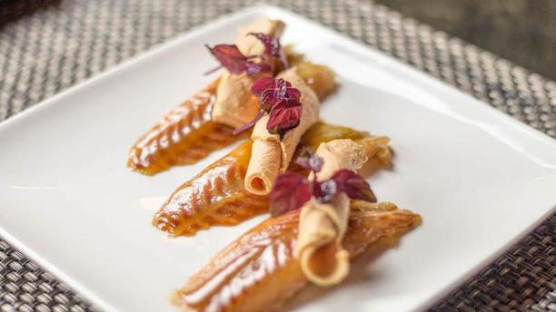 Oriento Gerookte paling gelakt met teriyaki en eendenlever krullen