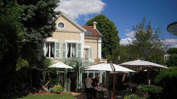 Le jardin clos in rueil malmaison restaurant reviews for Restaurant jardin lee