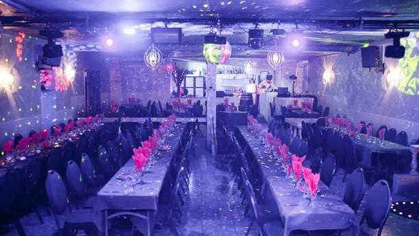 cabaret moulin bleu le rove 13740 restaurant de cuisine fran aise horaires. Black Bedroom Furniture Sets. Home Design Ideas