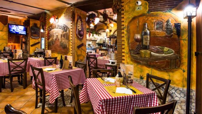 Vista sala - La Taverna  bisteccheria pizzeria, Roma