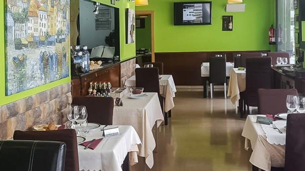 Goliard Restaurant Comedor
