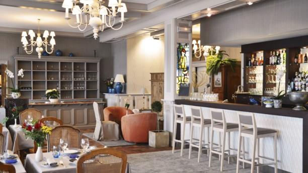 Le Goyen le bar et la salle intérieure