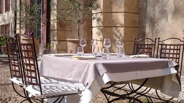 Château de Roussan Table dressée