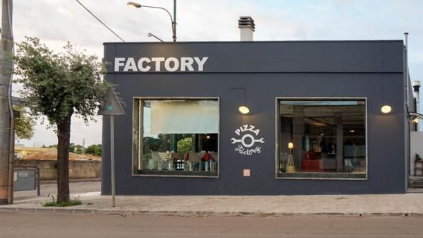 Pizza Factory Entrata