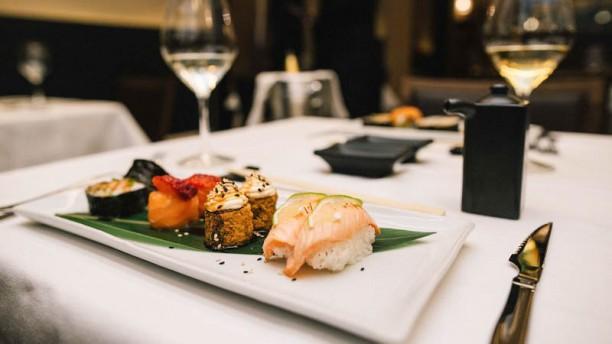 Makani 2Life Restaurant Sushi mix