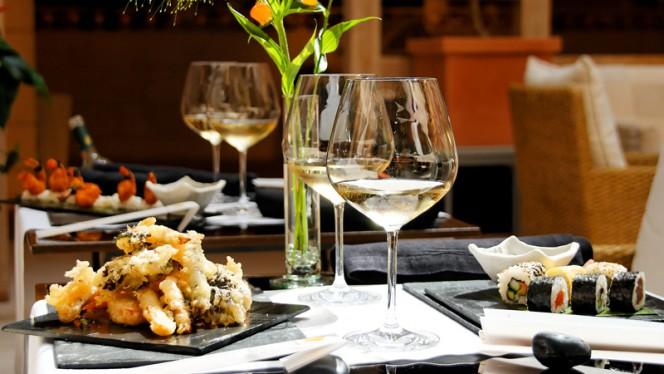 Detalle mesa - Hikari Sushi Bar - Hotel Hesperia Madrid, Madrid