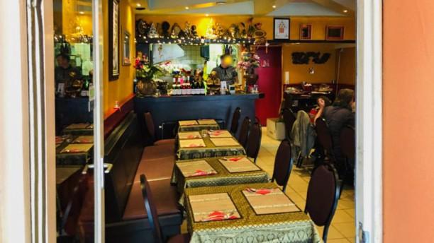 Thai Restaurant Phutakun Binnen