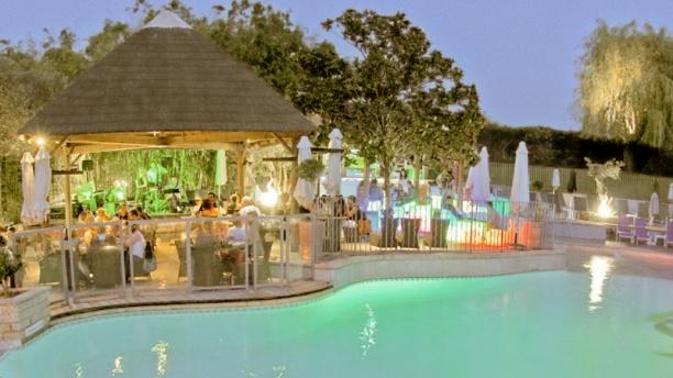 La Paillote Vue piscine et bar