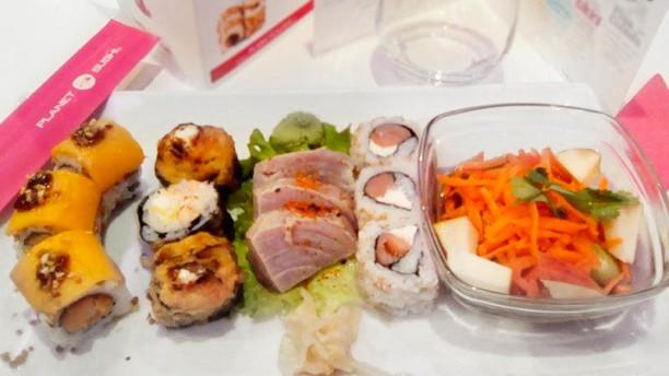 Planet Sushi Menu decouverte : california foie gras, jb Tempura, sashimi tataki thon et salade eden.