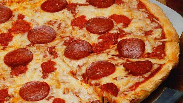 San Mina Ristorante Pizzeria pizza con salame piccante