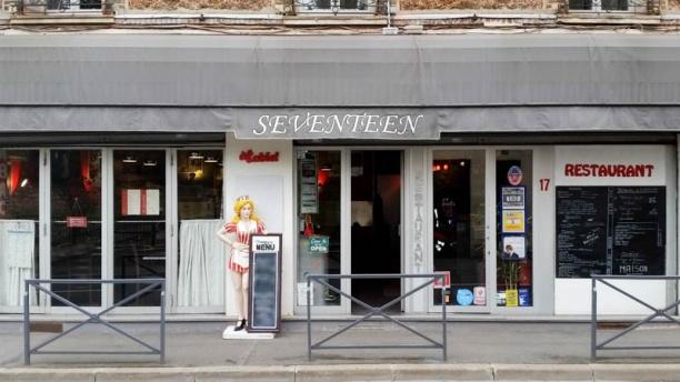 Seventeen devanture