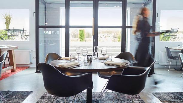 Restaurant Aan de Oever bij Mooirivier Interieur restaurant met zicht op het terras