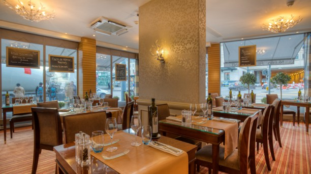 Téséo, Warwick Geneva Salle du restaurant