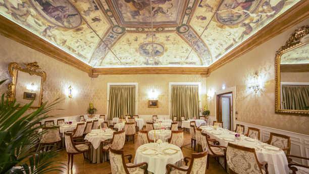 I Carracci Vista della sala con gli affreschi dei Carracci