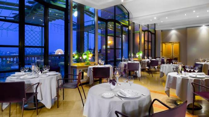 Vue de nuit depuis la salle du restaurant - Les Terrasses de Lyon, Lyon